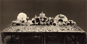 After the 1917 revolution, Russia's new rulers debated what to do with the crown jewels. This 1925 photo shows the collection. However, a 1922 album at the U.S. Geological Survey includes photos of four items that are not described in the official 1925 inventory.